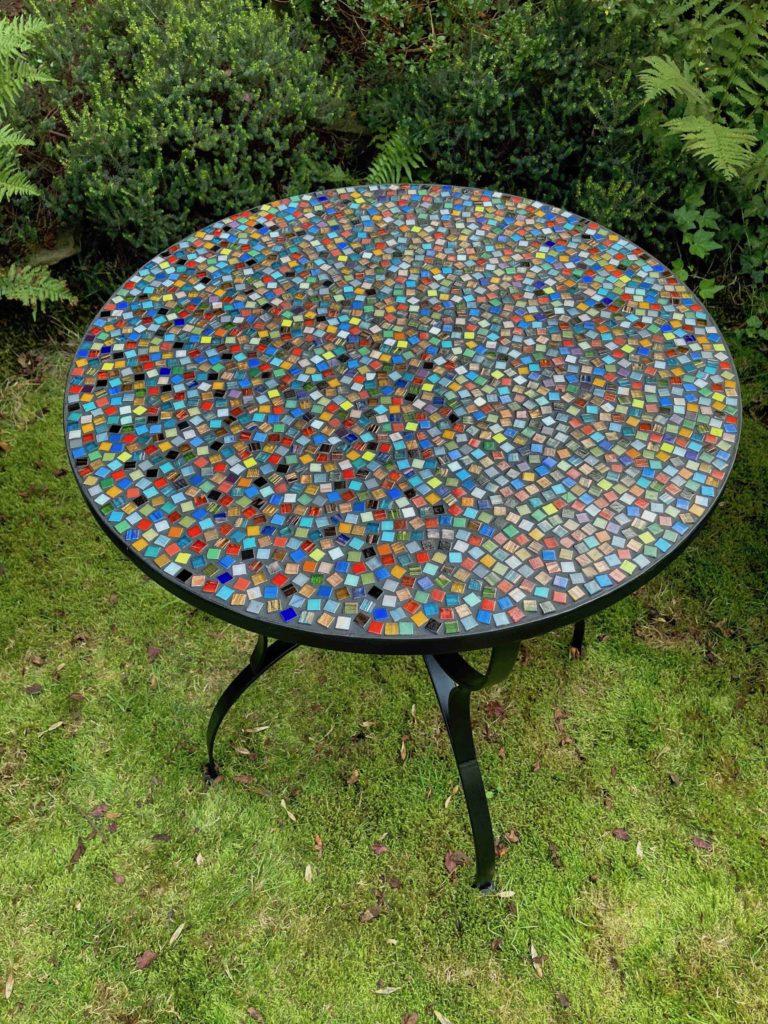 Bistrotisch aus Glasmosaiksteinen, 1x1cm, ⌀ 60 cm