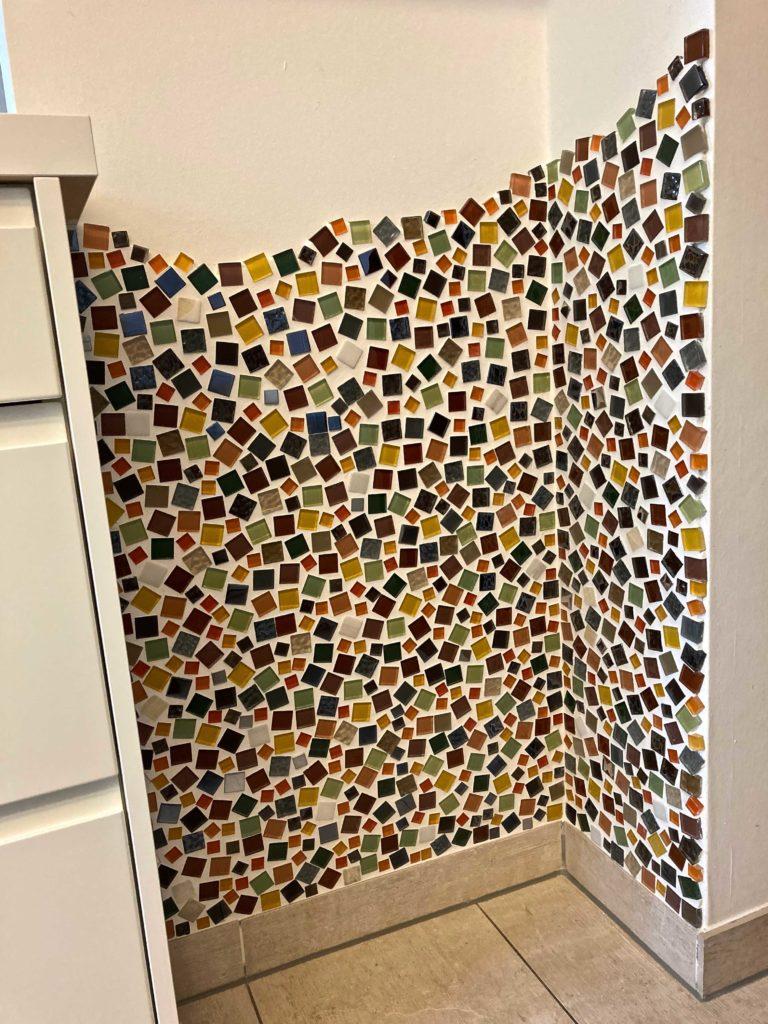 Gestaltung einer Wandnische mit Glasmosaiken